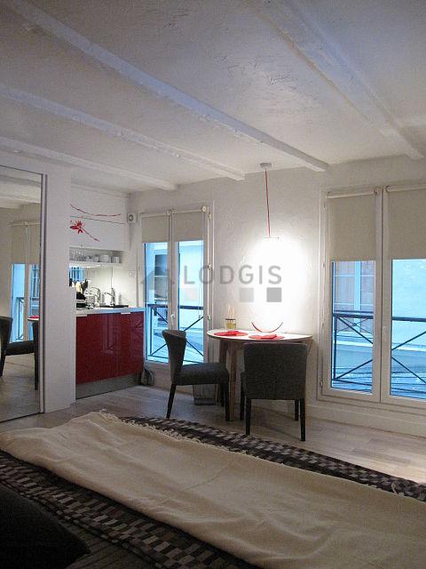 location studio paris 3 rue de turenne meubl 19 m le marais. Black Bedroom Furniture Sets. Home Design Ideas