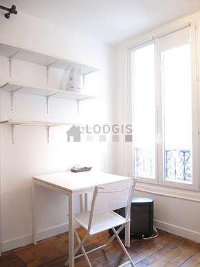 Séjour équipé de 1 canapé(s) lit(s) de 140cm, table à manger, 2 chaise(s)