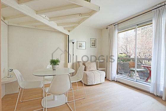 Location studio avec terrasse ascenseur et concierge for Location meuble paris 17