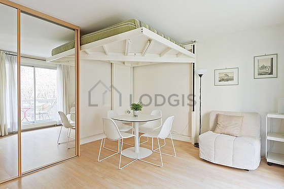 Living room of 16m² with wooden floor