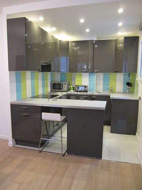 Magnifique cuisine de 6m² avec du carrelage au sol