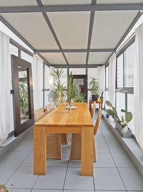 Great dining room with tile floor for 6 person(s)