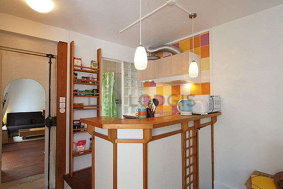 Kitchen of 3m² with wooden floor