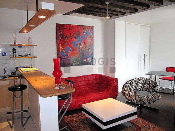 Séjour calme équipé de téléviseur, chaine hifi, 1 fauteuil(s), 1 chaise(s)