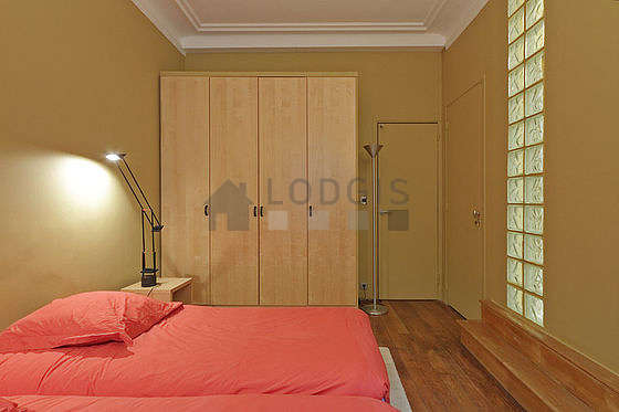 Very quiet bedroom for 2 persons equipped with 2 twin beds of 90cm