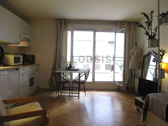 Very quiet living room furnished with 2 bed(s) of 90cm, tv, hi-fi stereo