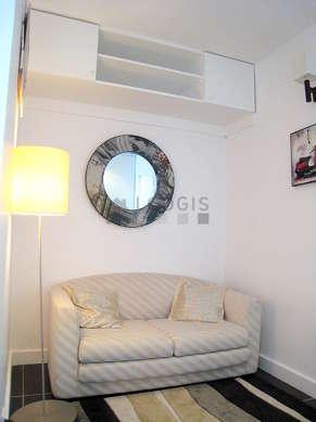 Alcôve très calme équipée de 1 canapé(s) lit(s) de 120cm, penderie, etagère