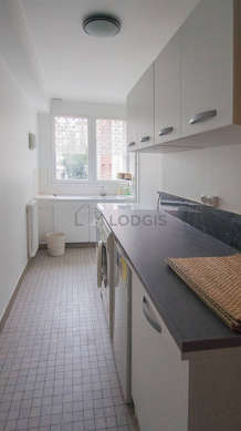 Kitchen of 7m² with tile floor