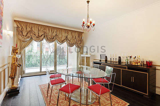 Great dining room with wooden floor for 8 person(s)