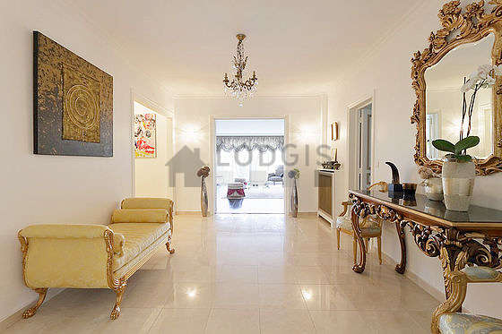 Very beautiful entrance with marble floor and equipped with 2 chair(s)