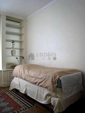Chambre calme pour 2 personnes équipée de 1 lit(s) de 90cm, 1 matelas de 90cm