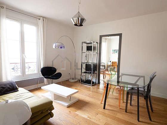 Séjour calme équipé de téléviseur, 1 fauteuil(s), 4 chaise(s)