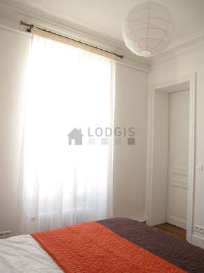 Quiet bedroom for 2 persons equipped with 2 bed(s) of 90cm