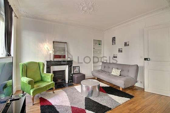 Séjour équipé de 1 canapé(s) lit(s) de 140cm, téléviseur, 1 fauteuil(s)