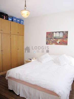 Quiet bedroom for 2 persons equipped with 1 bed(s) of 160cm