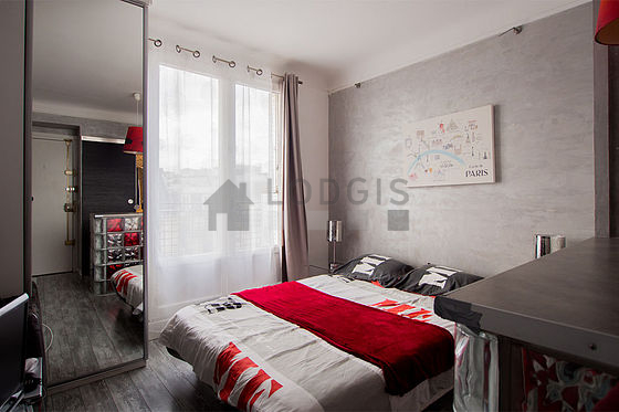 location studio avec ascenseur et concierge paris 5 rue. Black Bedroom Furniture Sets. Home Design Ideas