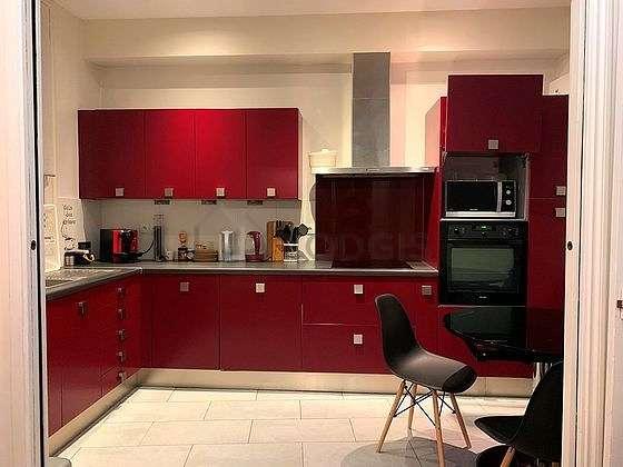 Magnifique cuisine de 8m² avec du carrelage au sol