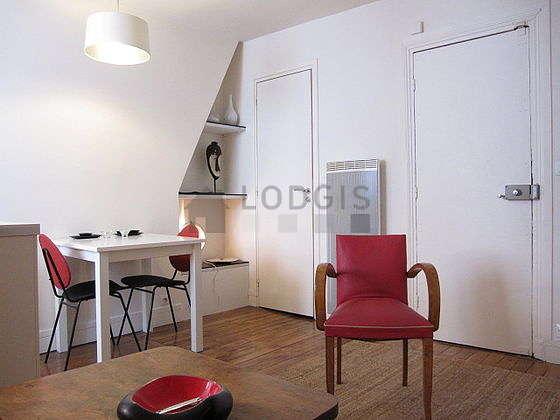 Salon équipé de placard, 2 chaise(s)