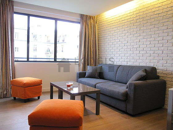 Bright living room furnished with 4 chair(s)