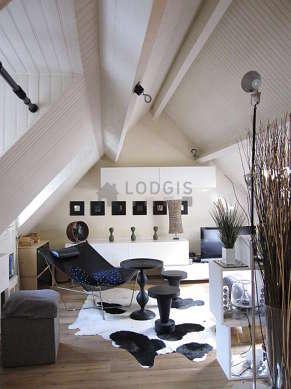 Séjour calme équipé de 1 lit(s) de 140cm, téléviseur, chaine hifi, 1 fauteuil(s)