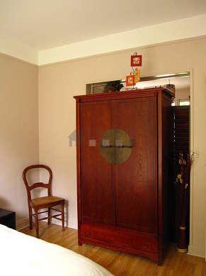 Chambre calme pour 3 personnes équipée de 1 lit(s) bébé de 0cm, 1 lit(s) de 140cm