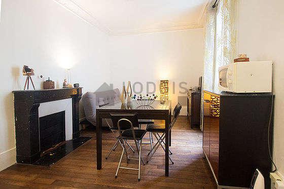 Séjour calme équipé de 1 canapé(s) lit(s) de 120cm, téléviseur, chaine hifi, armoire
