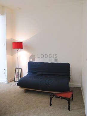 Séjour calme équipé de 1 futon(s) de 140cm, téléviseur, lecteur de dvd, penderie
