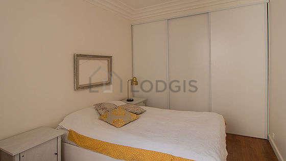 Chambre très calme pour 4 personnes équipée de 1 lit(s) bébé de 0cm, 1 lit(s) d'appoint de 80cm, 1 lit(s) de 140cm