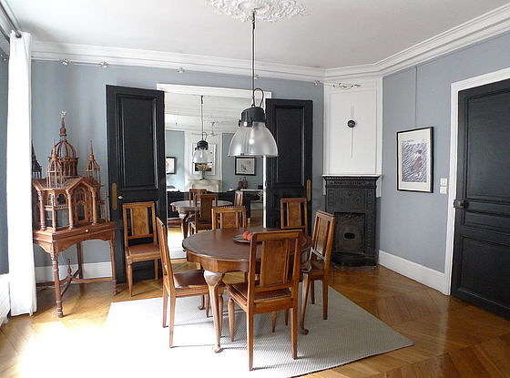 Séjour équipé de 1 canapé(s) lit(s) de 140cm, ventilateur, 1 fauteuil(s), 6 chaise(s)