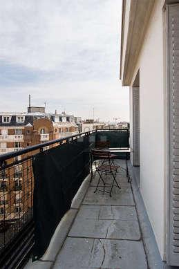 Terrasse avec vue sur rue
