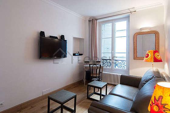 Bureau calme muni des fenêtres double vitrage avec vue sur cour
