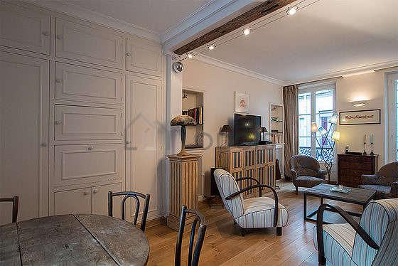 Séjour très calme équipé de télé, chaine hifi, 4 fauteuil(s), 5 chaise(s)