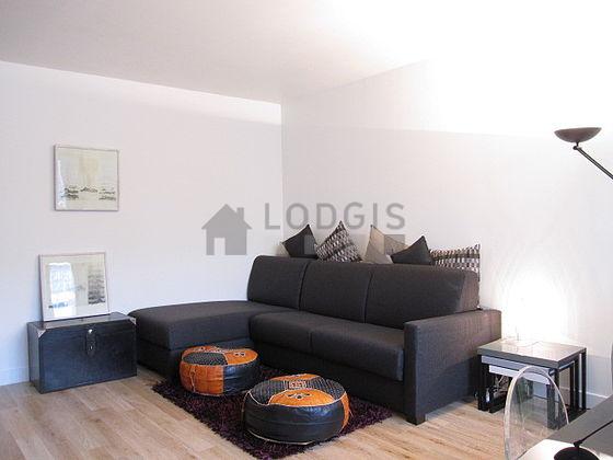 location appartement 1 chambre avec ascenseur et concierge paris 19 rue de nantes meubl 50. Black Bedroom Furniture Sets. Home Design Ideas