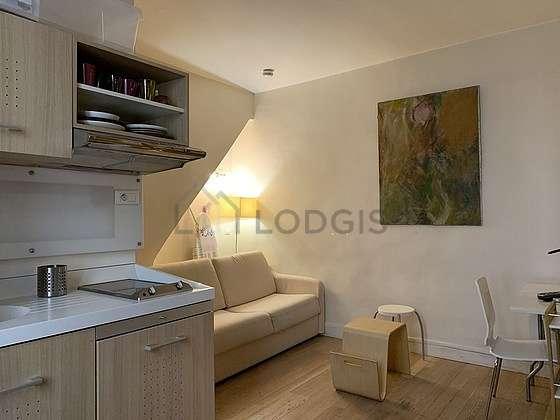 Séjour très calme équipé de 1 canapé(s) lit(s) de 140cm, téléviseur, armoire, 1 chaise(s)