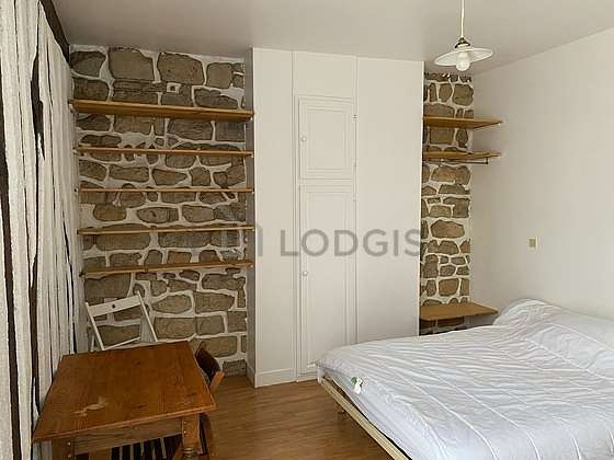 Bedroom of 12m² with linoleum floor