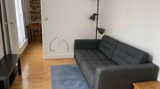 Séjour très calme équipé de 1 canapé(s) lit(s) de 120cm, téléviseur, 4 chaise(s)