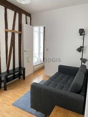 Salon de 10m² avec du linoleum au sol