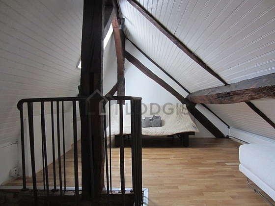 Chambre de 10m² avec la moquette au sol