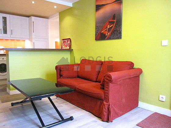 Séjour calme équipé de 1 canapé(s) lit(s) de 130cm, téléviseur, chaine hifi