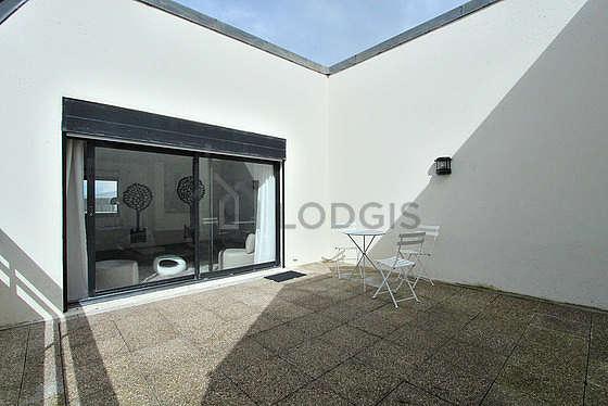 Terrasse équipée de table à manger, 3 chaise(s)