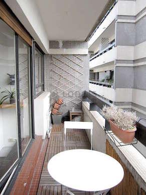 Terrasse équipée de table à manger, 2 chaise(s)