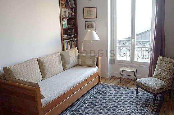 Séjour calme équipé de téléviseur, 2 fauteuil(s), 2 chaise(s)