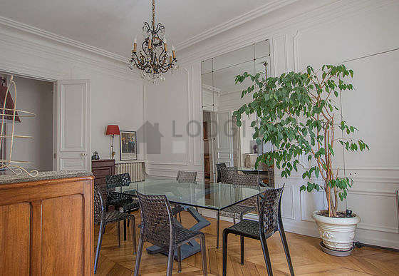 Dining room of 15m² equipped with dining table, sideboard