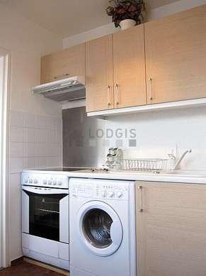 Magnifique cuisine de 6m²ouverte sur le séjour avec des tomettes au sol