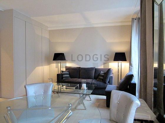 Location appartement 1 chambre avec ascenseur concierge for Location de meuble paris