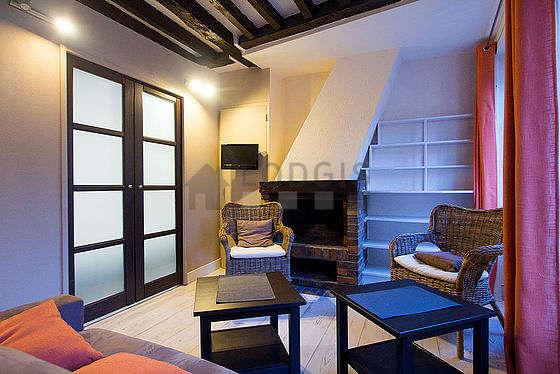 Séjour calme équipé de 1 canapé(s) lit(s) de 140cm, téléviseur, 2 fauteuil(s), 2 chaise(s)