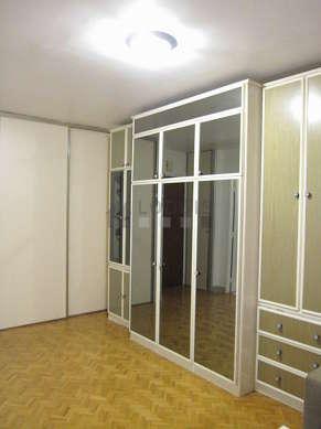 Séjour calme équipé de 1 lit(s) armoire de 140cm, téléviseur, chaine hifi, penderie