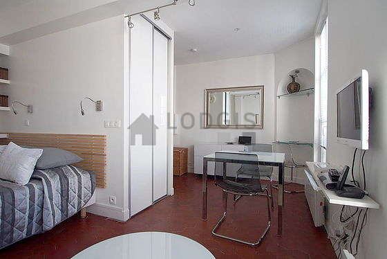 Location studio paris 20 rue du volga meubl 30 m for Appartement meuble paris long sejour