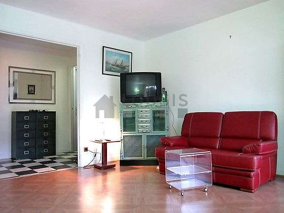 Quiet living room furnished with 1 sofabed(s) of 140cm, tv, storage space, 4 chair(s)