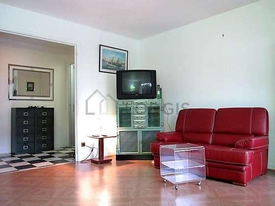 Séjour calme équipé de 1 canapé(s) lit(s) de 140cm, téléviseur, chaine hifi, commode